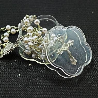 4.0*2.1 cm flower Plastic packing box with rosary (P026)